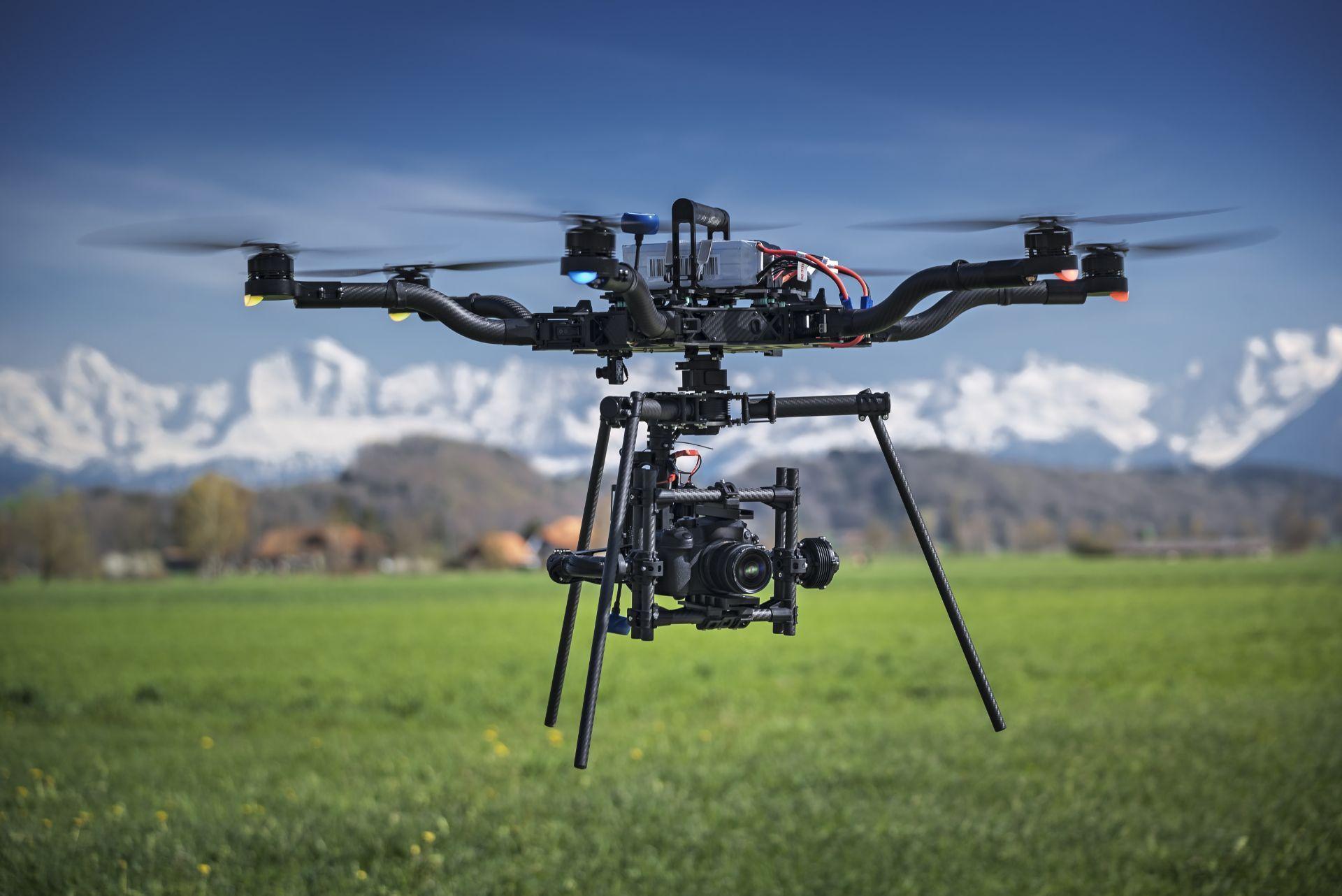 Engager des opérateurs de drones pour le transport lourd